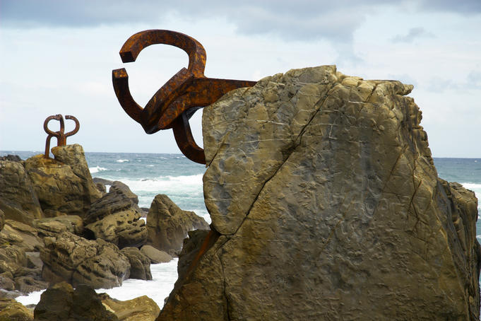 El Peine de Viento, sculpture by Eduardo Chillida.