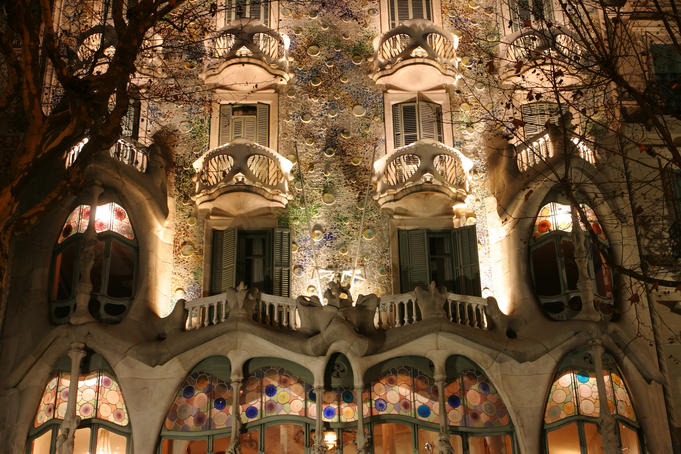 Facade detail, Casa Batilo.