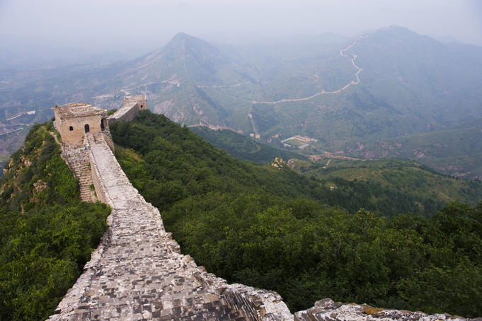 The Great Wall making its way through mountains and valleys, Simatai.