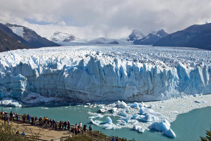 Visitors viewing Glacier Perito Moreno from catwalk.