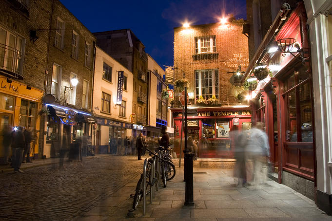 Temple Bar at night.