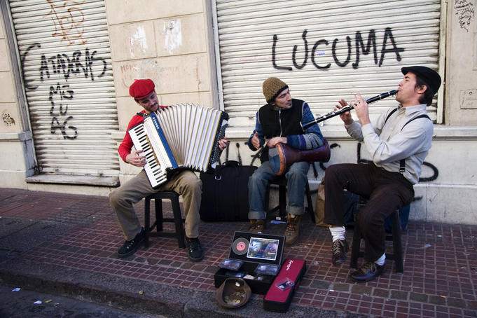 Street musicians performing at Sunday San Telmo market, Avenida Defensa.