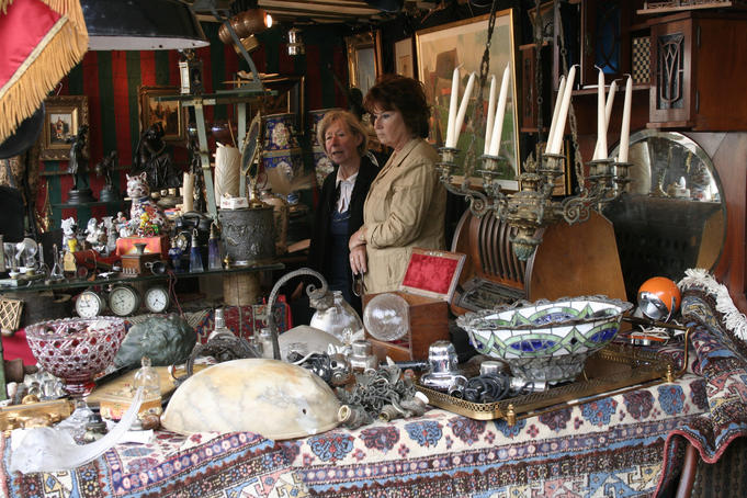 Stall at the Place du Grand Sablon antiques market.