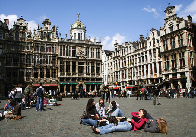 Lunchtime on the Grand Place.