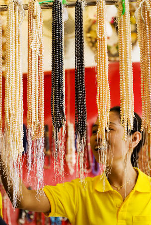 Strings of pearls for sale at pearl shop.
