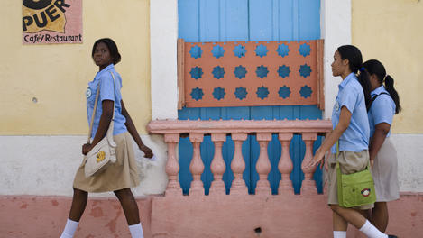 Teenage schoolgirls, Dominican Republic