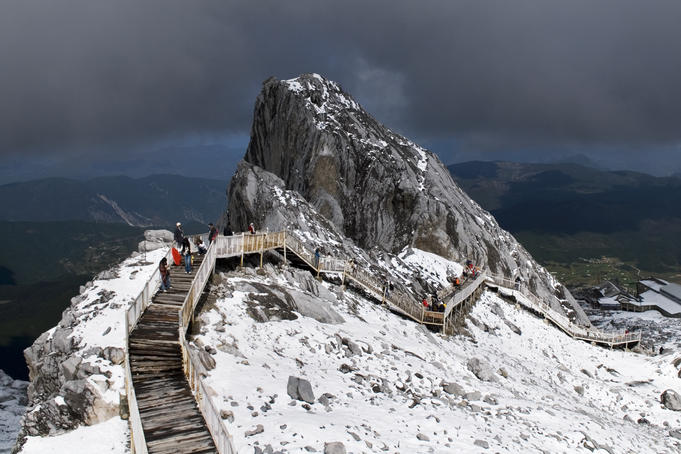 Hikers walking along walkway at Jade Dragon Snow Mountain (Yulong Xueshan).