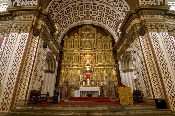 Main altar inside Church of Nuestra Senora de Guapulo.
