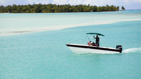 Motorboat cruising, Bora Bora