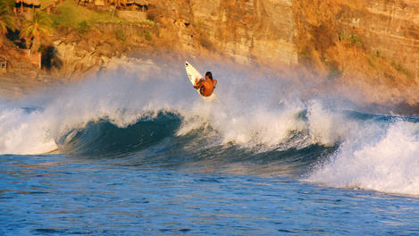 Air off a wave, El Salvador