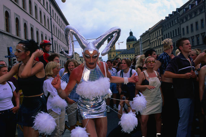 Transvestite in the Munchen Union move on the 6th of May, 1999.