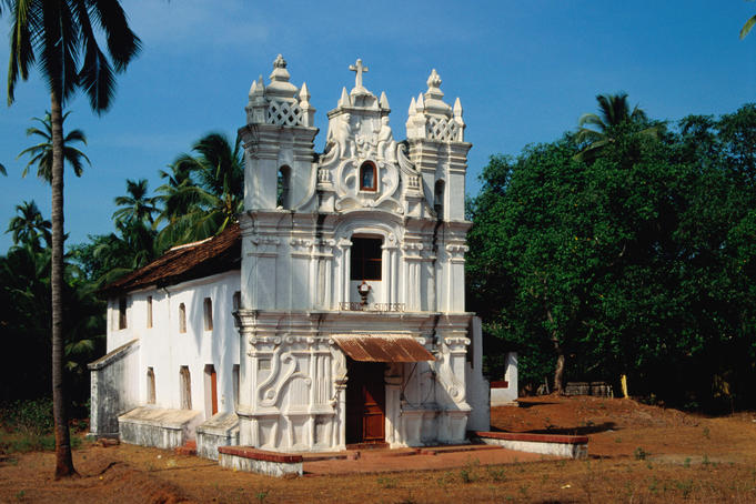 Traditional Portuguese church on the way to Fort Aguada.