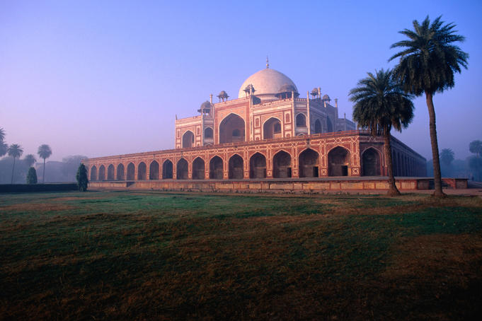Humayun's Tomb at dusk.