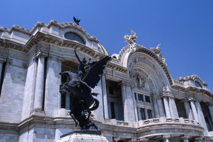 Statue in front of the Palace of Fine Arts ( Palacio de Belles Artes ), a splendid white marble concert hall and arts centre