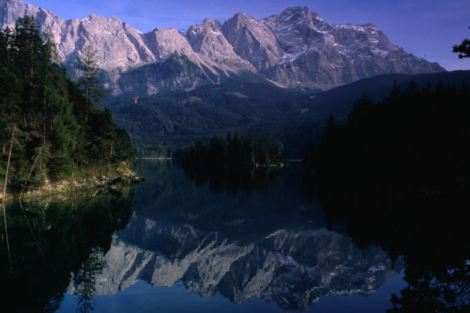 Eibsee Lake (1000 mt) with its dramatic alps in the background is a local beauty spot near Garmisch-Partenkirchen, in Bavaria