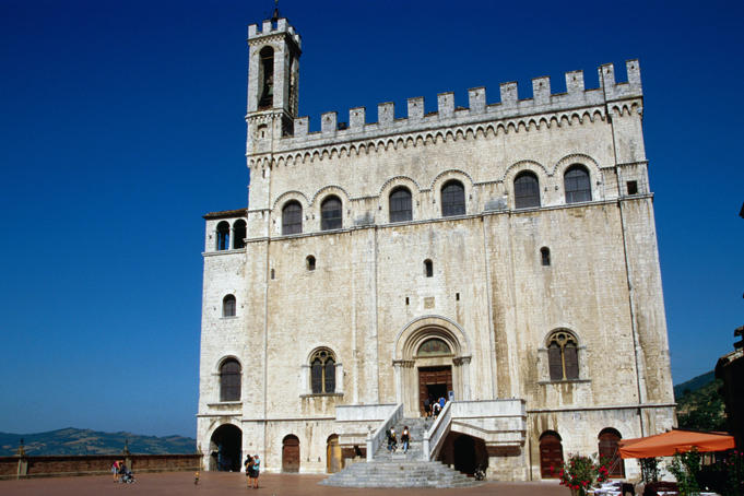 Dominating the hill town of Gubbio is the Palazzo del Consoli (Civic Museum), which houses the Eugubine Tablets (250 - 150BC), the tablets are seven bronze sheets documenting early Umbrian civilization