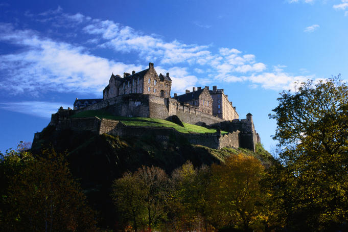 Edinburgh Castle high on the Crag, the positioning of the castle has been of great importance during Scotland's wars of independence, long before that, however, the precipitous rock, rising out of the surrounding forest, is known to have been a tribal refuge and settlement