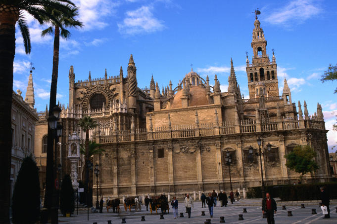 Catedral (1507), one of the largest cathedrals in the world.