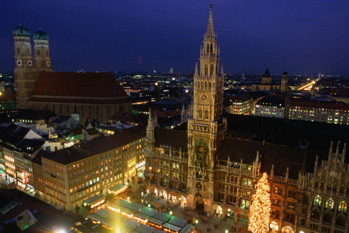 Night view over Marienplatz and Frauenkirche, Munich.