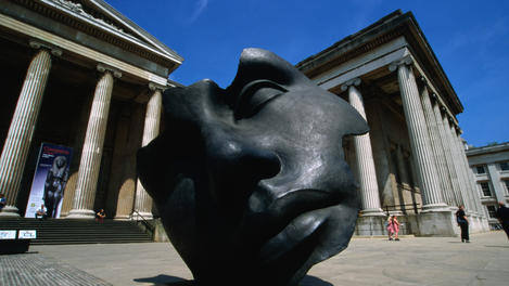 Face sculpture outside British Museum.
