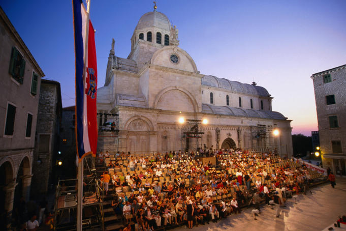 Audience beside the Cathedral of St Jacob watching a performance during the International Children's Festival.