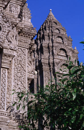 Cambodia image gallery lonely planet for Architecture khmer