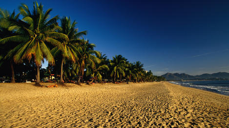 View along the tranquil and idyllic beach at Nha Trang.