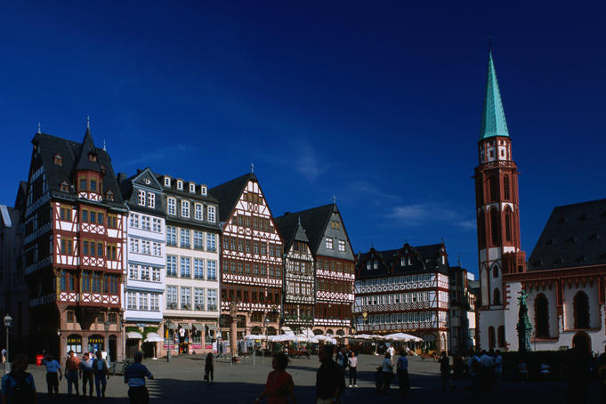 Alte Nikolaikirche (Church) and historical buildings on Rommeplatz (square).